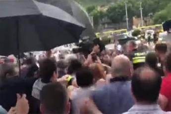 sergei-gavrilovis-sastumrodan-gamosvlas-xmauri-mohyva-demonstrantebma-rus-deputats-wyali-Seasxes-video
