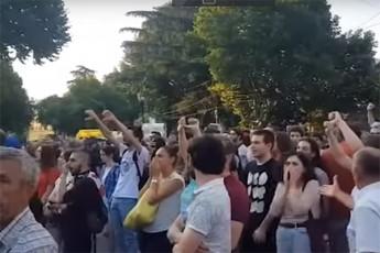aqciaze-studentebi-grigol-vaSaZes-ukmayofilo-SeZaxilebiTa-da-stveniT-Sexvdnen-video