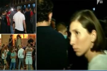 aqciaze-myofi-ramdenime-Jurnalisti-acxadebs-rom-safule-dakarga-video