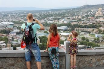 biZina-ivaniSvili-nacionaluri-moZraoba-SemouZRva-rusul-jars-dResac-ase-undaT-turisti-ki-ara-rusi-jariskaci-undaT-rom-Semovides