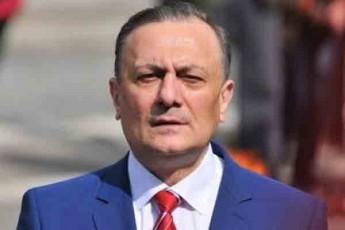 Salva-naTelaSvili-xazaraZe-rogorc-ki-moxvdeba-parlamentSi-dauyovnebliv-ivaniSvilTan-koaliciaSi-aRmoCndeba