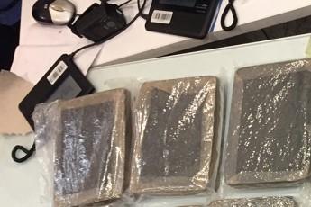 baTumis-aeroportSi-16-kilogrami-narkotikuli-saSualeba-marixuana-aRmoaCines