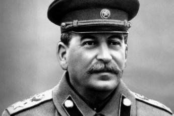 ratom-ar-moakvlevina-stalinma-hitleri