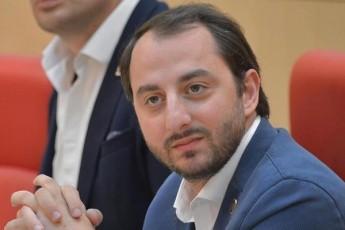 irakli-mezurniSvili-marTlac-samwuxaroa-rom-samoqalaqo-seqtoris-nawili-ukritikod-iRebs-opoziciis-dausabuTebel-braldebebs-da-axdens-maT-tiraJirebas