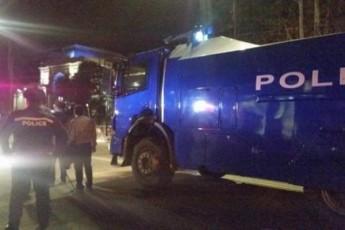 specdaniSnulebis-da-wylis-Wavlis-manqanebi-TbilisSi---parlamentis-ezoSi-ki-policia-Seiyvanes