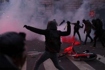 parizSi-sapensio-reformis-mowinaaRmdegeTa-demonstraciaze-71-adamiani-daakaves