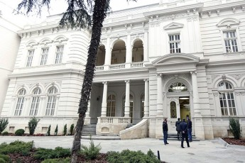 saqarTveloSi-vin-scems-pativs-konstitucias-da-prezidents-rom-prezidentis-rezidenciiT-dainteresdes