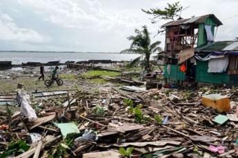 filipinebze-taifunma-aTasobiT-saxli-gaanadgura