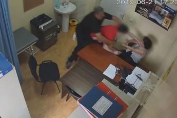 პატიმრები ციხის თანამშრომლებს ფიზიკურად უპირისპირდებიან – იუსტიციის სამინისტრო სკანდალურ ვიდეოფაქტებს ავრცელებს (ვიდეო)