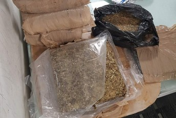 Tbilisis-aeroportSi-81-kilogrami-narkotikuli-saSualeba-marixuana-aRmoaCines