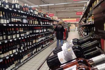 safrangeTSi-usaxlkaro-kacma-TviTizolacia-supermarketSi-moiwyo-sadac-alkohols-svamda-da-pornofilmebs-uyurebda