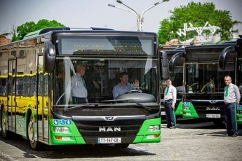 Tbilisis-satransporto-kompania-xazebze-arc-erTi-avtobusi-ar-imoZravebs-romelTac-fanjrebi-ar-eqnebaT-gaRebuli