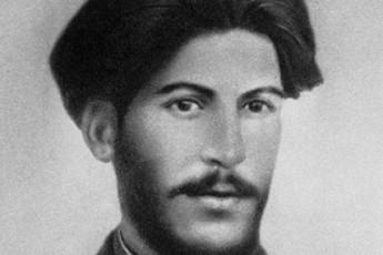 sad-da-ra-viTarebaSi-gardaicvala-stalinis-mama