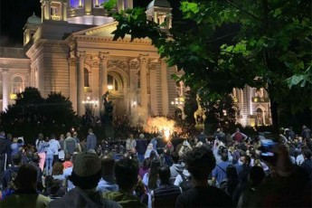 belgradSi-areulobebis-Sedegad-43-policieli-da-17-demonstranti-daSavda