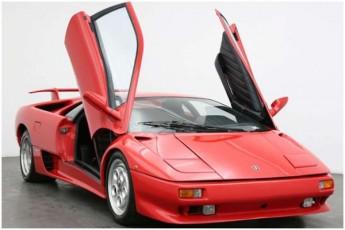 jeims-bondis-serialSi-gadaRebuli-avtomobili-Lamborghini-Diablo-auqcionze-gaiyideba
