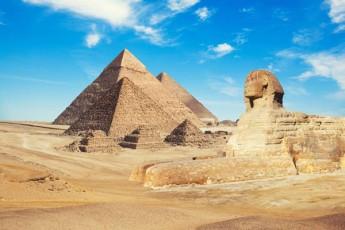 ilon-maski-varaudobs-rom-egviptis-piramidebi-ucxoplanetelebma-aaSenes