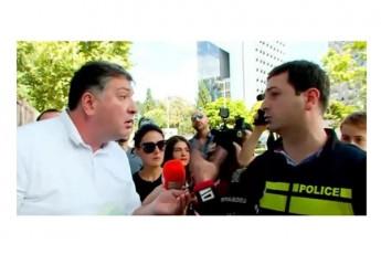 gigi-ugulavas-policiam-plakatebis-gakvris-ufleba-ar-misca-da-erTmaneTs-sityvierad-daupirispirdnen