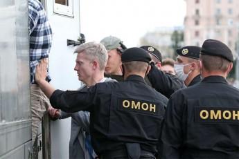 belarusis-qalaq-grodnoSi-specrazmma-momitingeebis-winaaRmdeg-cremlmdeni-gazi-gamoiyena