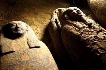 egvipteSi-2-500-wlis-win-damarxuli-sarkofagebi-aRmoaCines