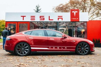 Tesla-upiloto-avtomobilebs-sami-wlis-Semdeg-25-aTasad-gayidis