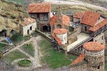nino-kalandaZem-preskonferenciaze-ganacxada-rom-daviT-gareji-ekuTvnoda-azerbaijans