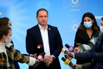 givi-miqanaZe-rodesac-opoziciuri-partia-Tanxis-miRebaze-ganacxads-akeTebs-da-amavdroulad-ambobs-rom-parlamentSi-ar-Seva-es-sazogadoebisTvisac-miuRebelia