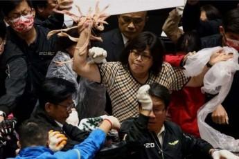 taivanis-parlamentSi-deputatebma-iCxubes