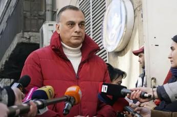 zaal-udumaSvili-yvela-deputati-vinc-gasulia-parlamentSi-xels-moawers-gancxadebas-da-uars-ityvis-mandatze