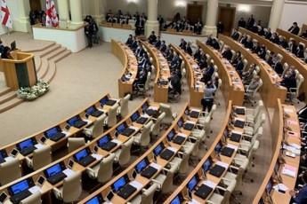 opoziciis-51-deputati-saparlamento-mandatebs-quCis-aqciebSi-cvlis-cnobilia-vis-Seuwydeba-uflebamosileba