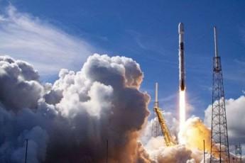 SpaceX-ma-orbitaze-erTi-raketiT-Tanamgzavrebis-rekorduli-raodenoba-gaiyvana