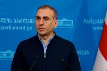 aleko-elisaSvili-davitanje-imaze-fiqriT-parlamentSi-vin-Semova-da-vin-ara---2-kinkila-kaci-varT-2-deputatis-saqmesac-gavakeTebT-da-gacilebiT-metsac