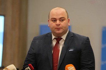 beqa-liluaSvili-mamuka-xazaraZes-anakliis-portze-Sinaarsobrivi-diskusiis-resursi-aRar-darCa-amitom-gadasulia-usafuZvlo-braldebebze