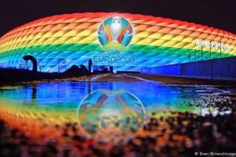 UEFA-m-miunxenis-Allianz-Arena-s-germania-ungreTis-matCis-dros-stadionis-cisartyelis-ferebSi-ganaTeba-aukrZala