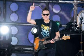 Blink-182-is-vokalisti-mark-hopusi-simsivnes-ebrZvis