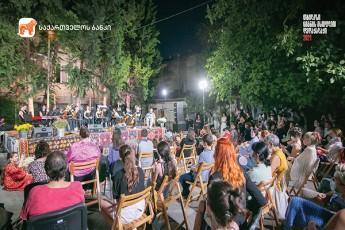 saqarTvelos-bankis-mxardaWeriT-audio-musikaluri-saRamo-Tbilisuri-ezo-vaJa-fSavela-gaimarTa
