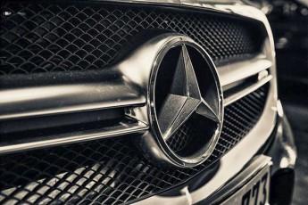 2030-wlisTvis-Mercedes-i-mTlianad-eleqtromobilebis-warmoebaze-gadava