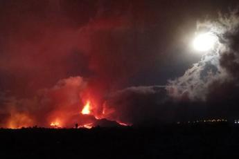 vulkanis-gamo-kanaris-kunZulebze-6-aTasamde-adamianis-evakuacia-gaxda-saWiro