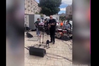 lelos-lideri-mamuka-xazaraZe-Tavis-vokalur-monacemebs-cdis-video