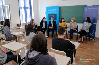 კომუნიკაციების კომისიამ და UNICEF-მა მედიაწიგნიერების კვირეულის ფარგლებში მოსწავლეებთან დისკუსია გამართეს